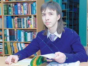 Одиннадцатиклассник Павел Катаев  собирается стать журналистом, а в этом деле без знания английского - никуда.